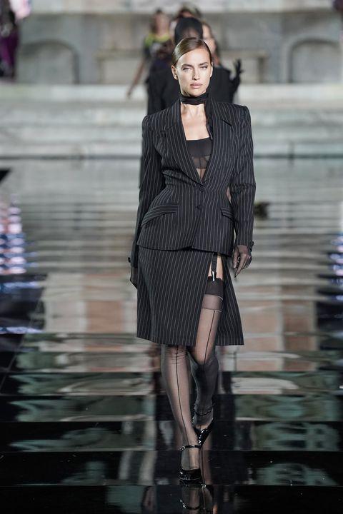 Fashion model, Fashion, Fashion show, Clothing, Runway, Street fashion, Haute couture, Outerwear, Footwear, Model,