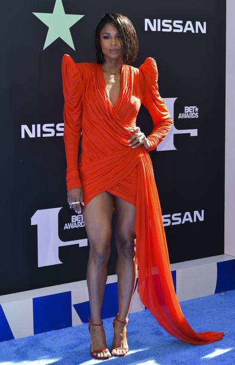 Clothing, Orange, Thigh, Dress, Shoulder, Red carpet, Leg, Carpet, Human leg, Fashion,