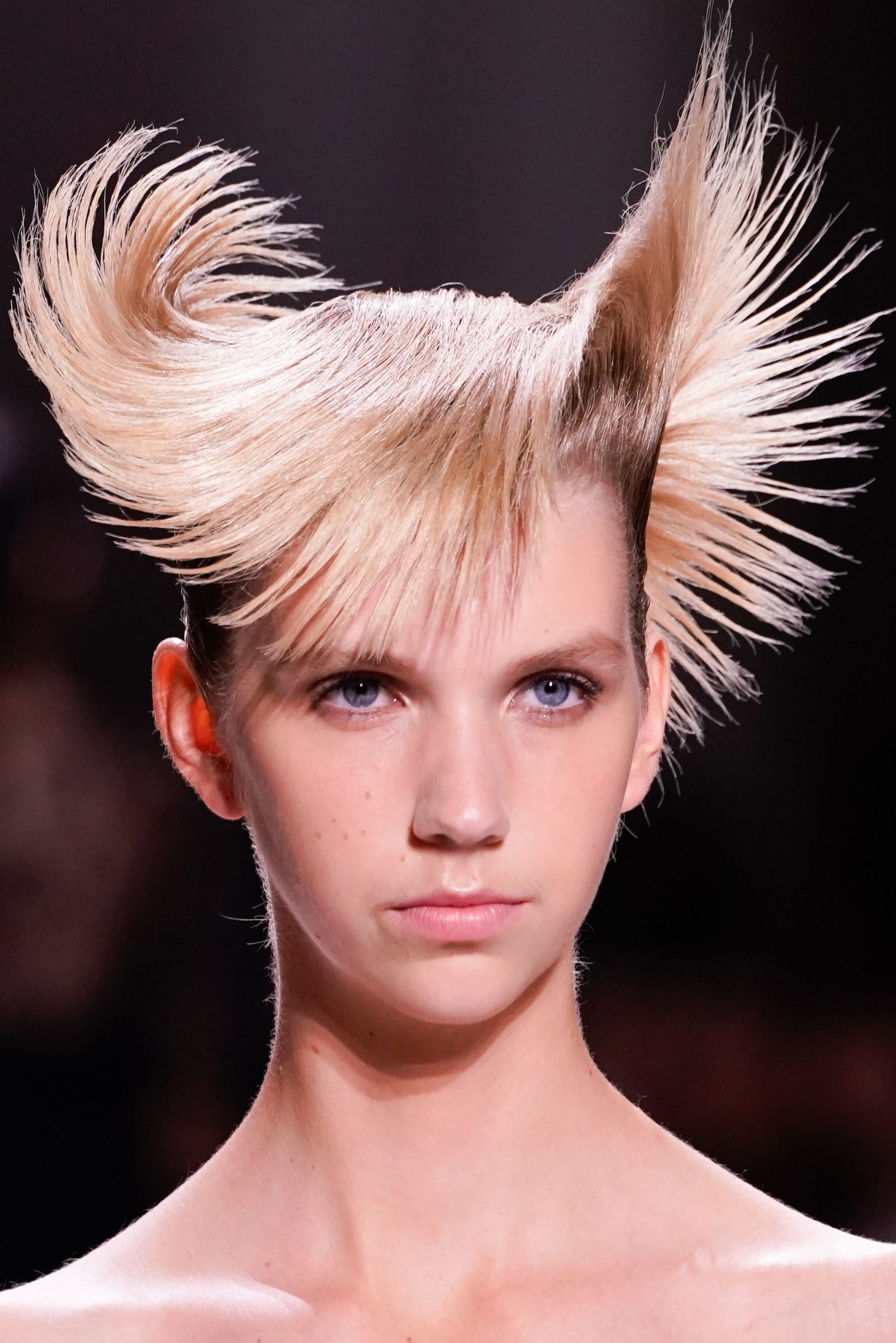 24 Scary Halloween Hairstyles Halloween Hair Ideas From The Runway