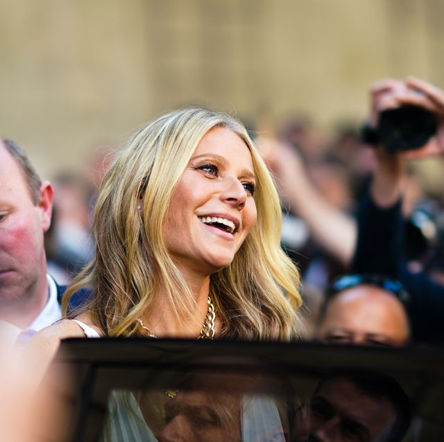 People, Crowd, Yellow, Event, Blond, Audience, Photography, Smile, Performance, Ceremony,