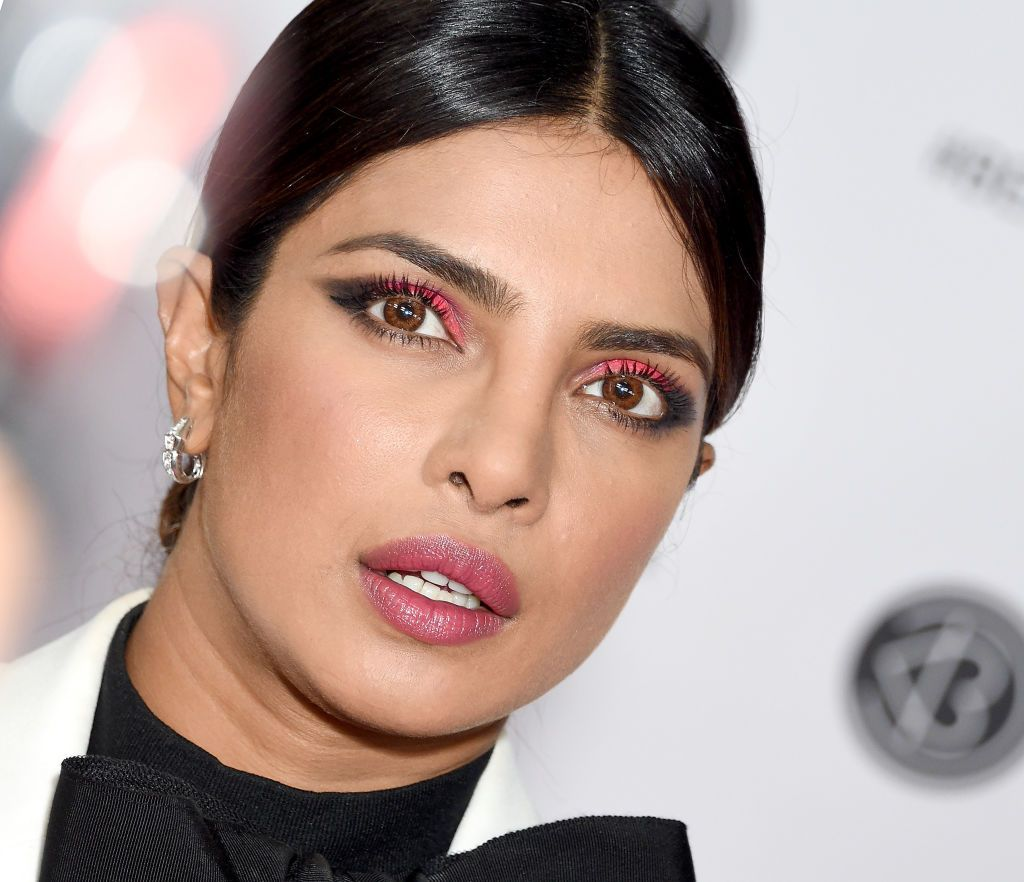 Priyanka Chopra S Make Up Artist Explains How To Do Her Neon Pink Eyes