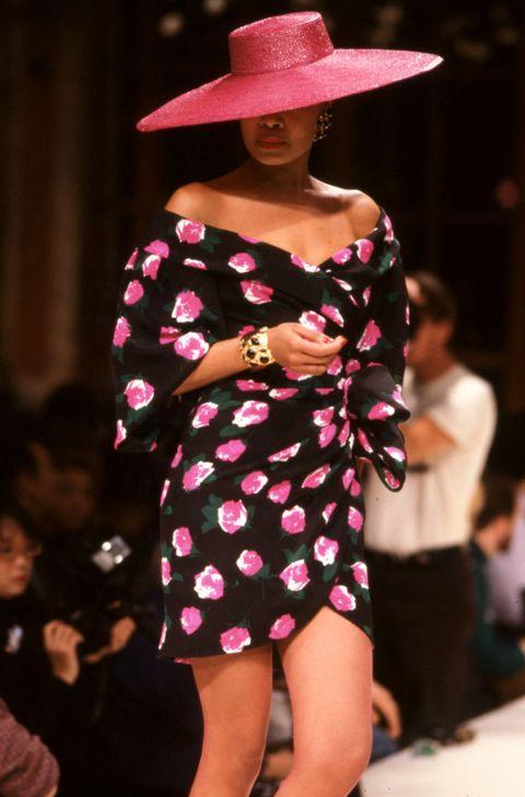 défilé givenchy, haute couture, collection printempsété 1988 à paris, le 28 janvier 1988, france photo by daniel simongamma rapho via getty images