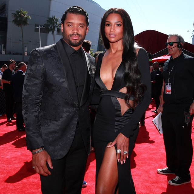 Red carpet, Carpet, Premiere, Event, Suit, Flooring, Formal wear, Dress, Bodyguard,