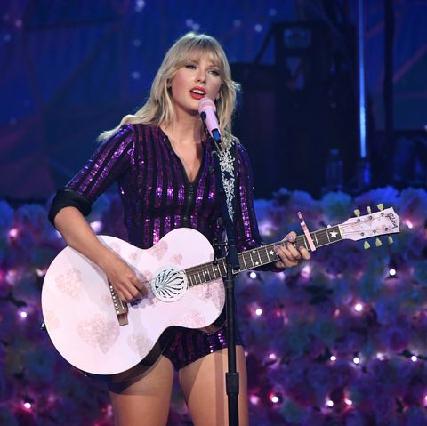 Performance, Entertainment, Music artist, Guitar, Musician, Performing arts, String instrument, String instrument, Music, Musical instrument,