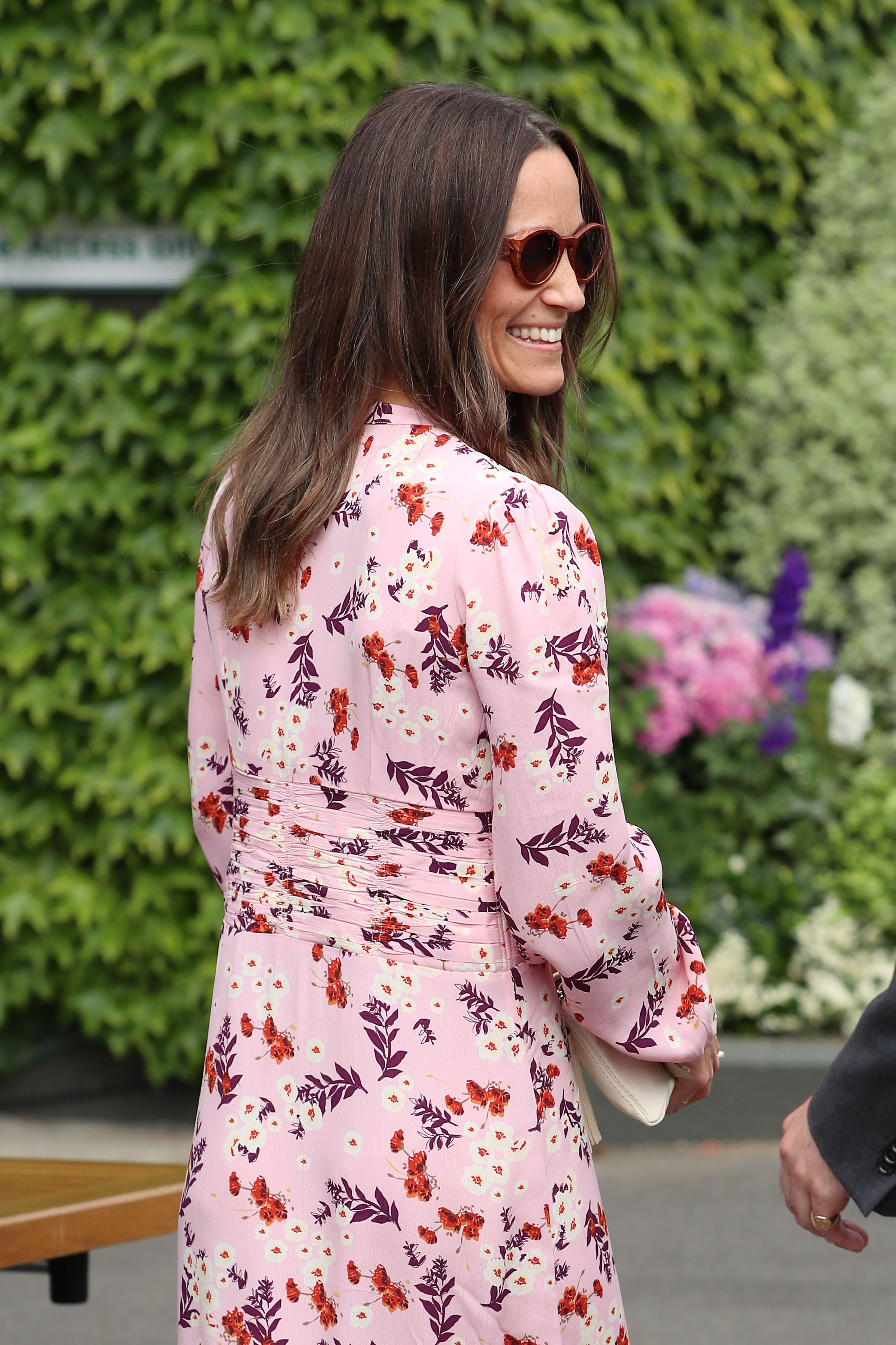 Il back to office di Pippa Middleton è una sinfonia rosso patriottico