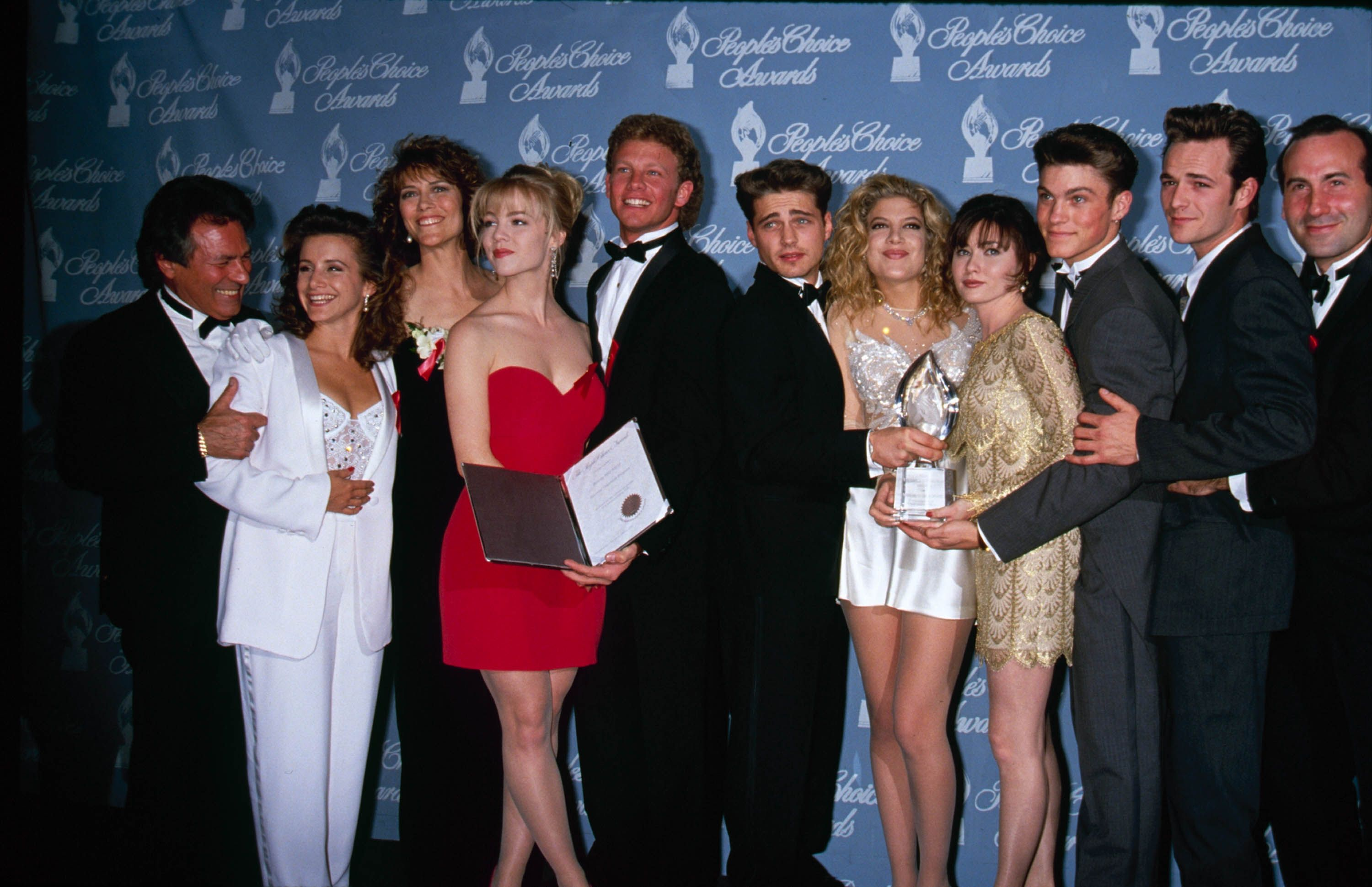 Shannen Doherty, Jennie Garth, Ian Ziering, Jason Priestley, Tori Spelling and Perry of Beverly Hills 90210 at the People's Choice Awards in March 1992.