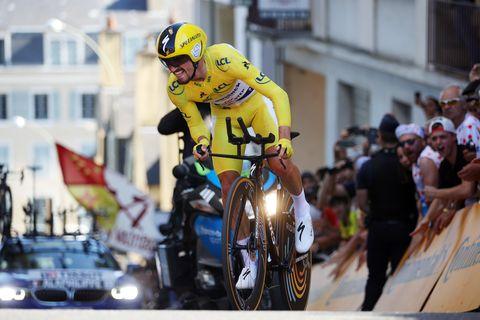 Cycling, Vehicle, Road bicycle racing, Recreation, Sports, Yellow, Bicycle helmet, Helmet, Cycle sport, Racing,