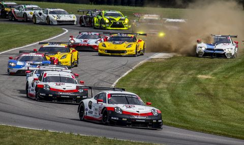 Land vehicle, Vehicle, Sports, Racing, Auto racing, Motorsport, Touring car racing, Sports car racing, Stock car racing, Race track,