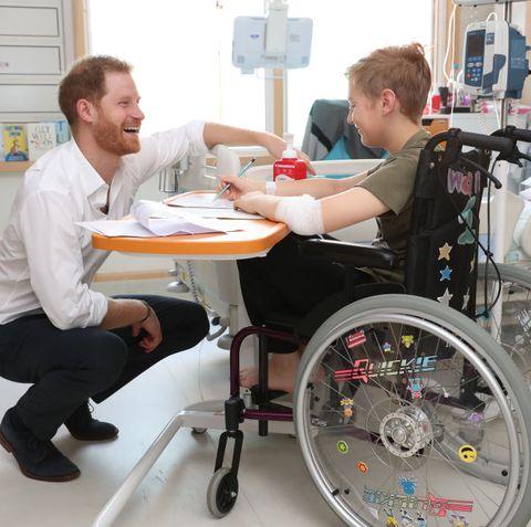 Prince Harry visits hospital