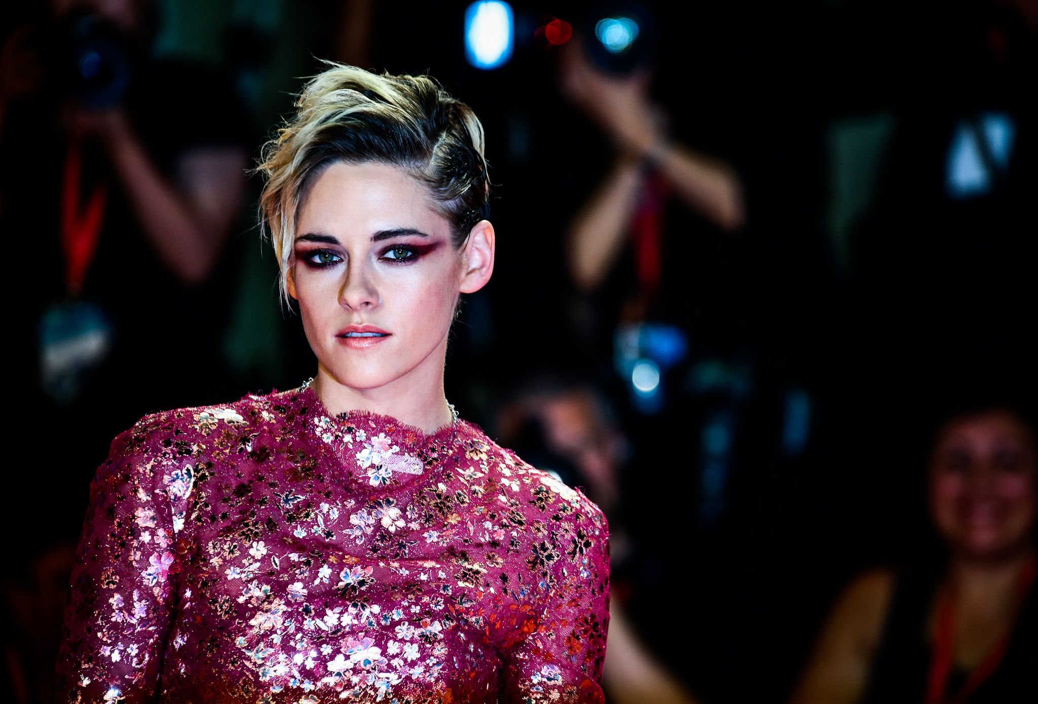 Kristen Stewart's Hair Is Pastel Pink Now and She Looks Stunning