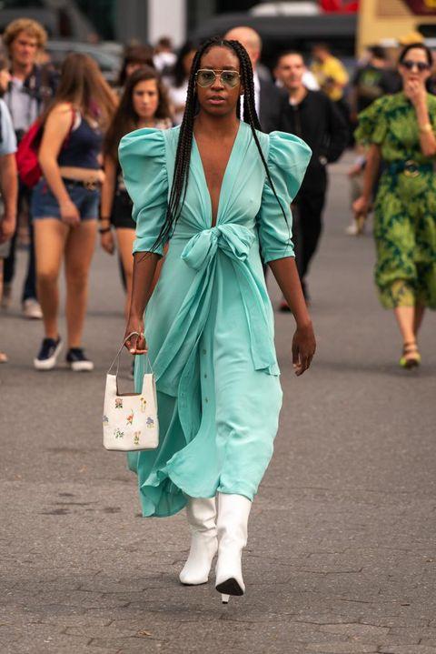 Vestito moda 2019: gli abiti colorati tendenza Autunno 2019 dallo street  style di New York