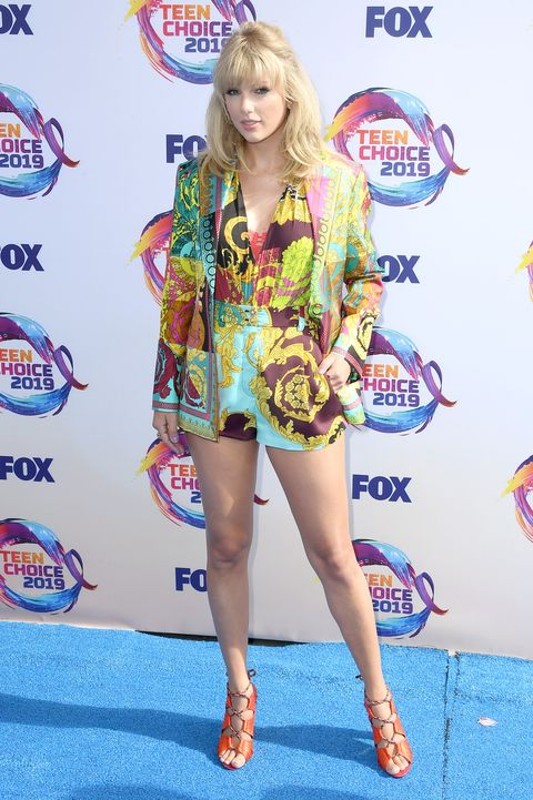 Why Taylor Swift Walked the 2019 Teen Choice Awards Red Carpet Without Boyfriend Joe Alwyn