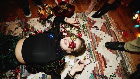 Vrouw viert feest