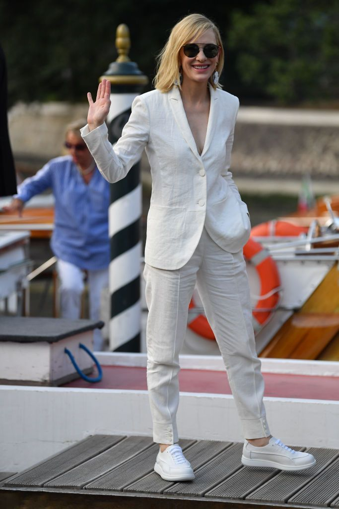 How to Wear Suits With Sneakers