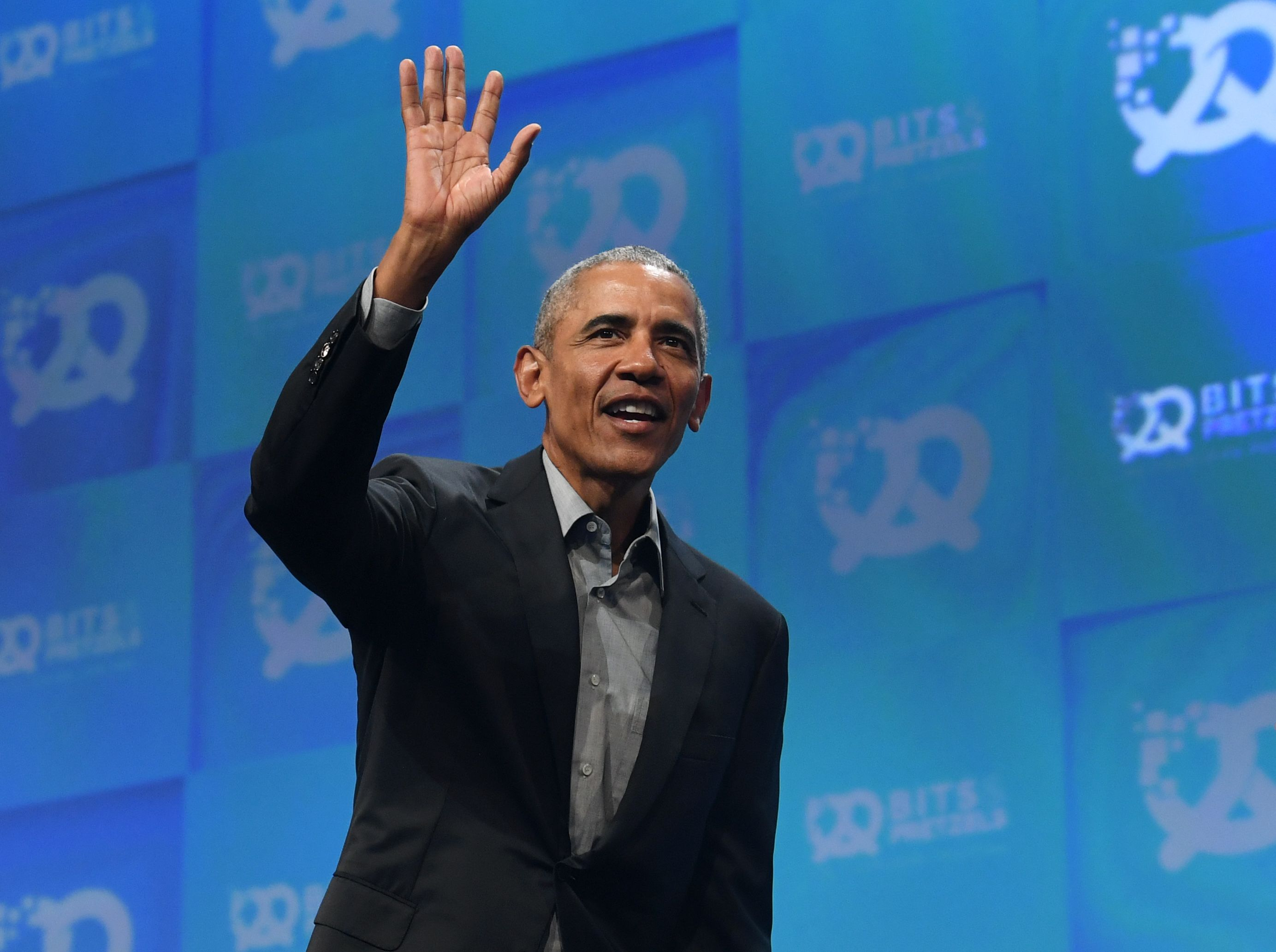 Barack Obama Is Still Dressing More Presidential Than The Current President