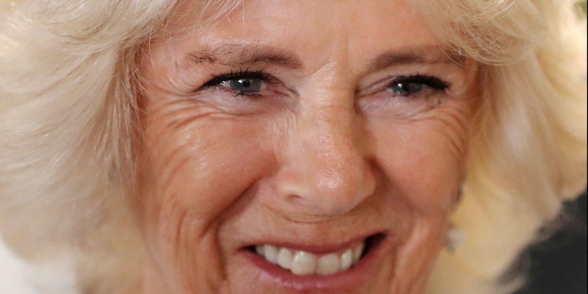 Camilla Parker Bowles in vacanza in Sardegna da sola è la nuova Lady Diana?