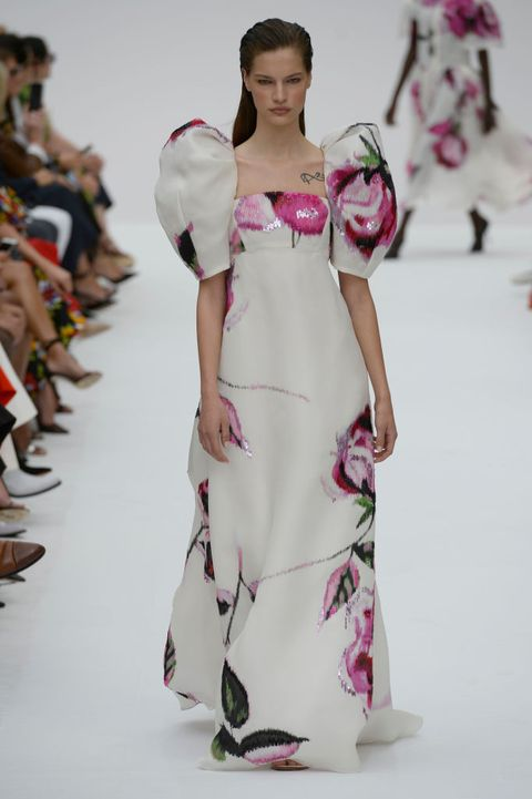 Fashion model, Fashion, Clothing, White, Runway, Fashion show, Dress, Shoulder, Haute couture, Fashion design,