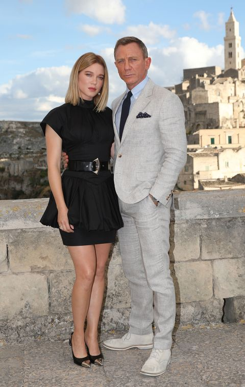 Daniel Craig Wears Linen Suit To Bond No Time To Die