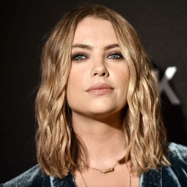 ashley benson assiste à la fête du 30e anniversaire de dkny