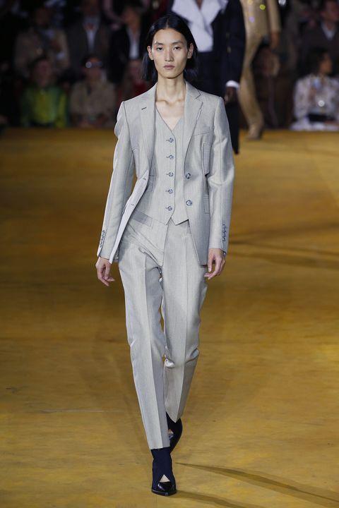 Fashion, Runway, Fashion model, Fashion show, Clothing, Suit, Haute couture, Pantsuit, Public event, Formal wear,