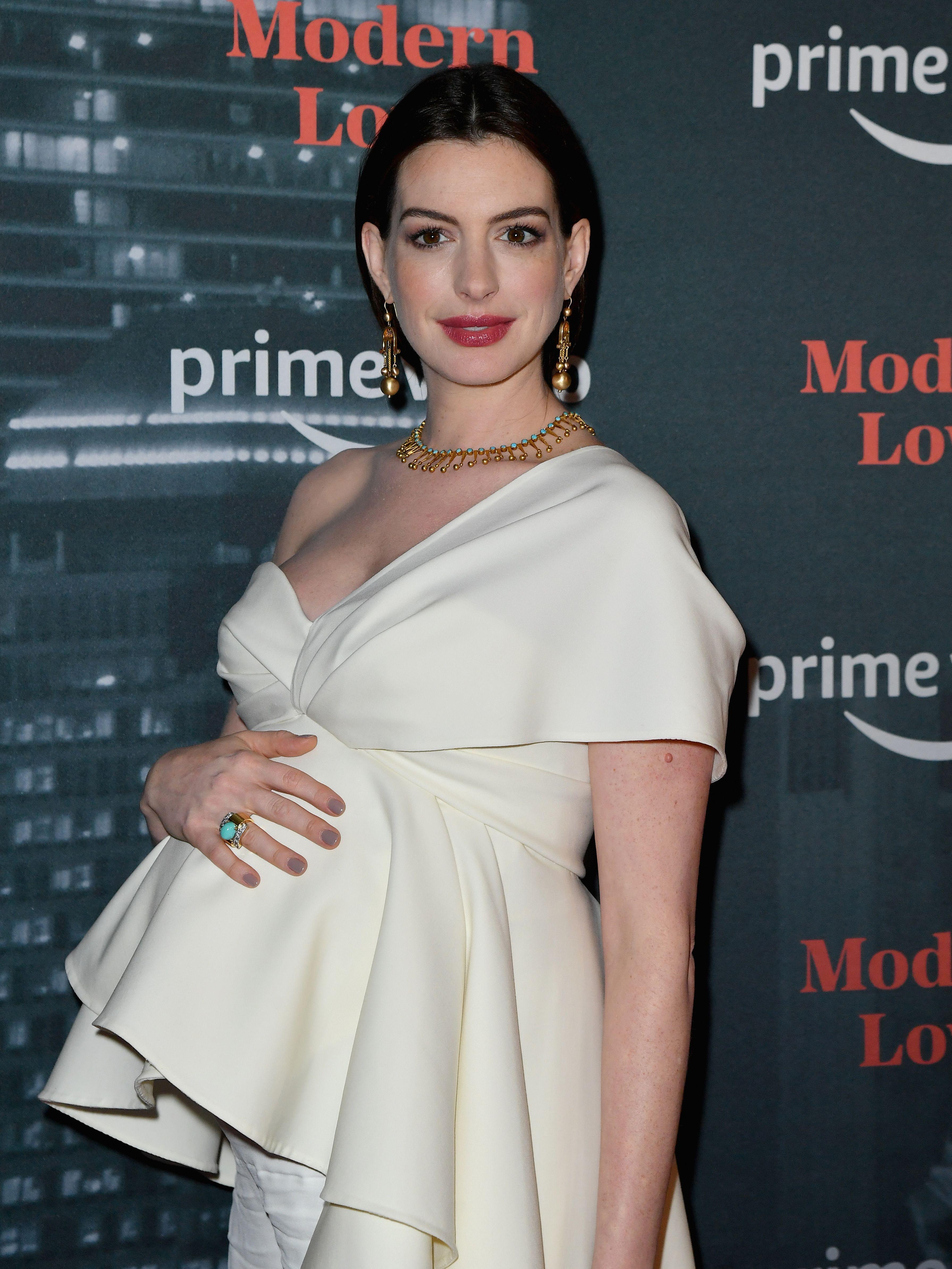 Anne Hathaway Redefines Maternity Style in White Oscar de la Renta Look