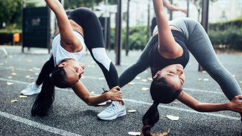 women doing warm up before fitness training in berlin
