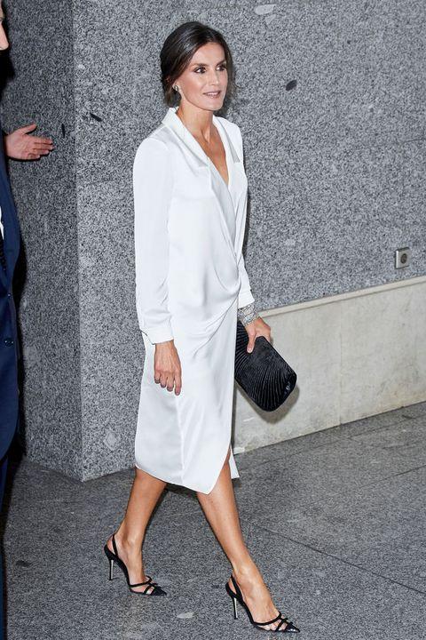 de stijlvolle looks van koningin letizia