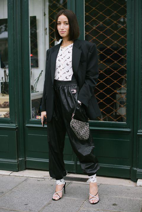 Clothing, Street fashion, Suit, Fashion, Snapshot, Blazer, Outerwear, Formal wear, Footwear, Trousers,
