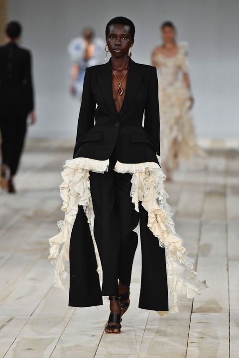 Alexander McQueen : Runway - Paris Fashion Week - Womenswear Spring Summer 2020