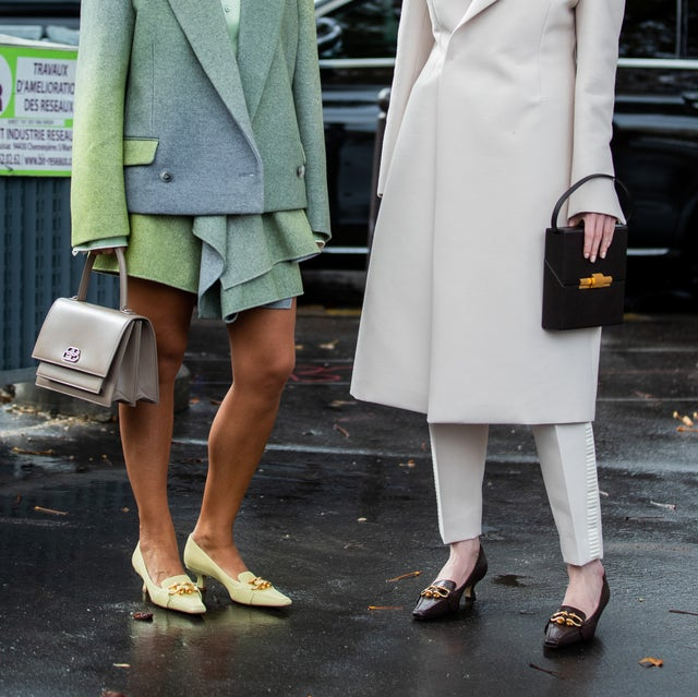 mocasines tendencia, tendencia zapatos, paris, france   october 01 guests seen outside miu miu during paris fashion week womenswear spring summer 2020 on october 01, 2019 in paris, france photo by christian vieriggetty images