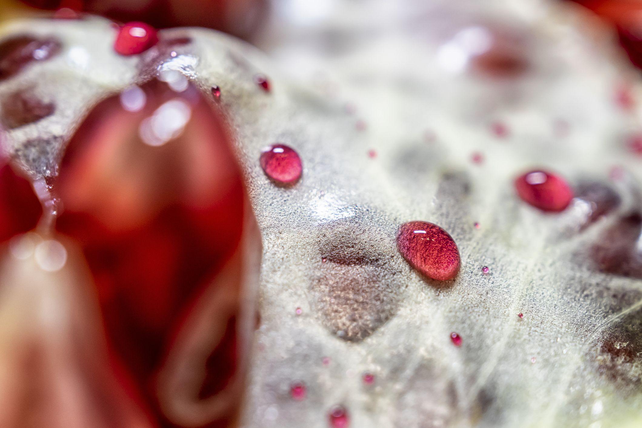 Il melograno, l'ingrediente acidulo-dolce che trasforma i profumi in amuleti