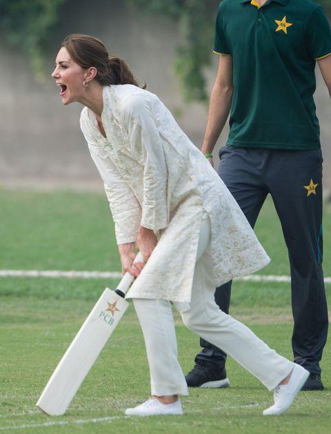 Test cricket, Cricket, Cricketer, Cricket bat, First-class cricket, Sports, Team sport, Ball game, Player, Sports equipment,