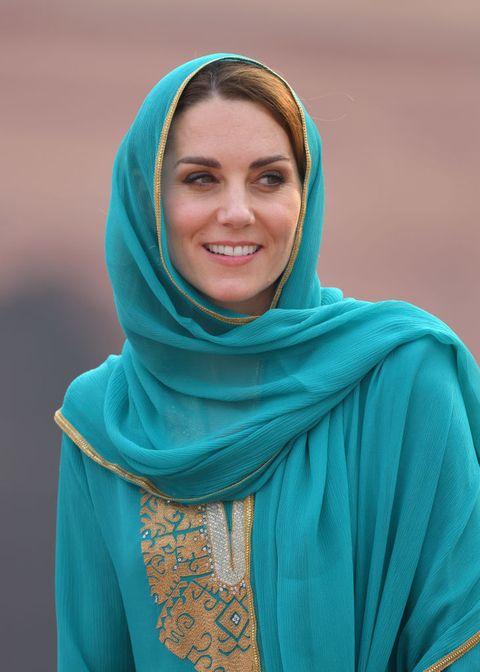 Blue, Green, Turquoise, Aqua, Teal, Fashion accessory, Shawl, Turquoise, Smile, Electric blue,
