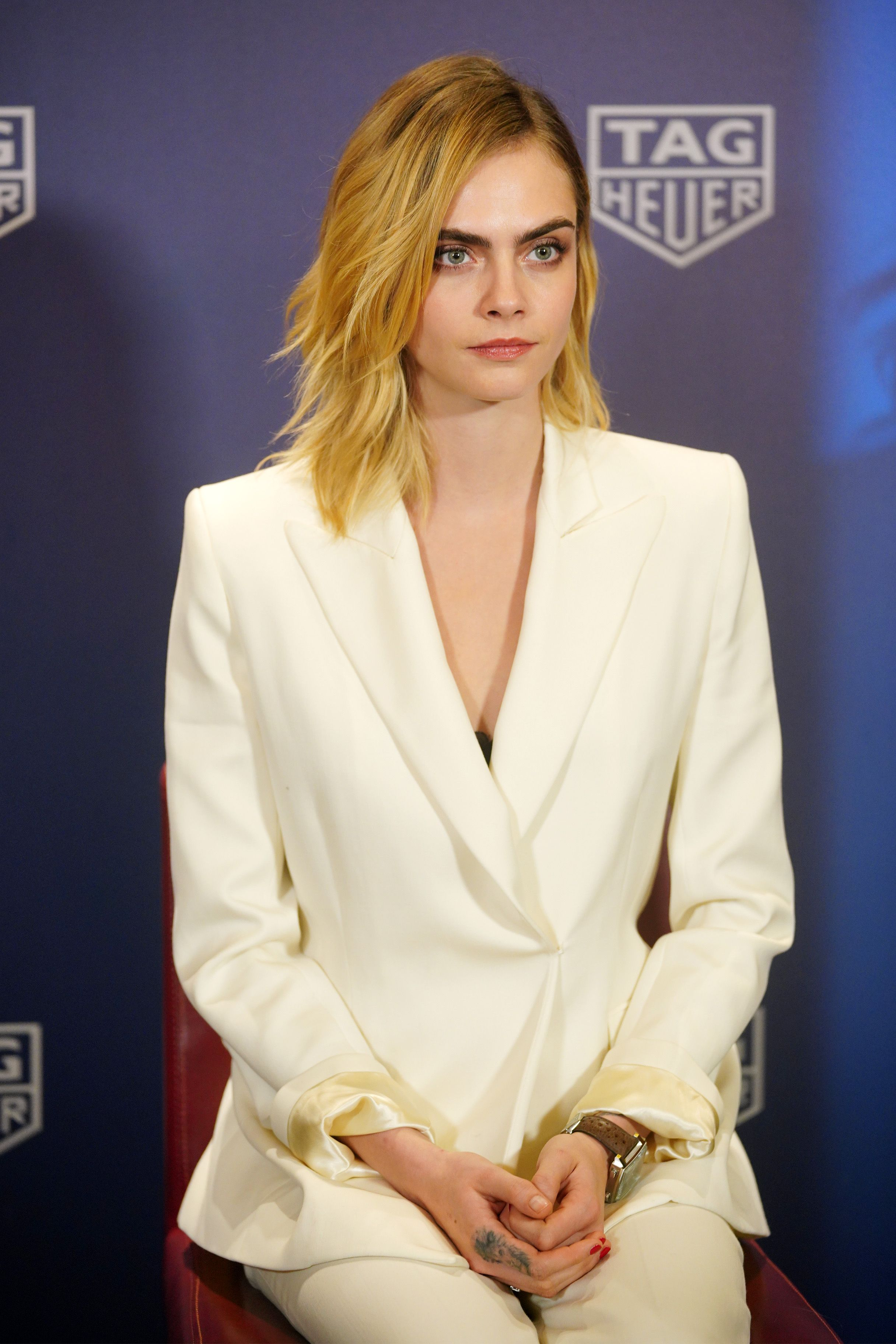 Cara Delevingne just debuted jet black hair and the vampy new colour is major