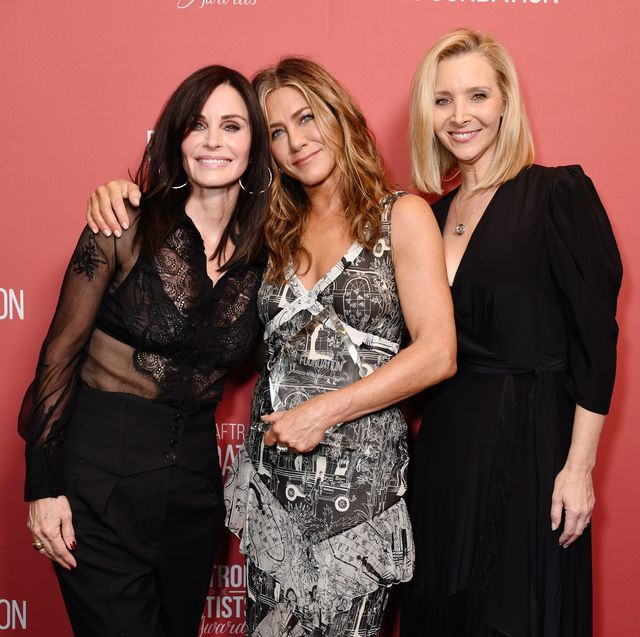 beverly hills, california   november 07 l r courteney cox, winner of the artists inspiration award jennifer aniston and lisa kudrow attend sag aftra foundations 4th annual patron of the artists awards at wallis annenberg center for the performing arts on november 07, 2019 in beverly hills, california photo by gregg deguiregetty images for sag aftra foundation