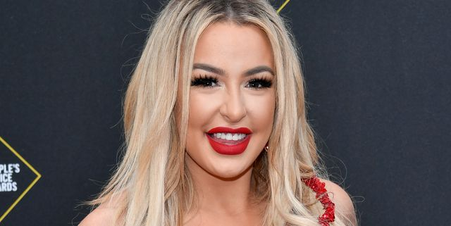 santa monica, california   november 10 2019 e peoples choice awards    pictured tana mongeau arrives to the 2019 e peoples choice awards held at the barker hangar on november 10, 2019    nup188989 photo by amy sussmane entertainmentnbcu photo bank