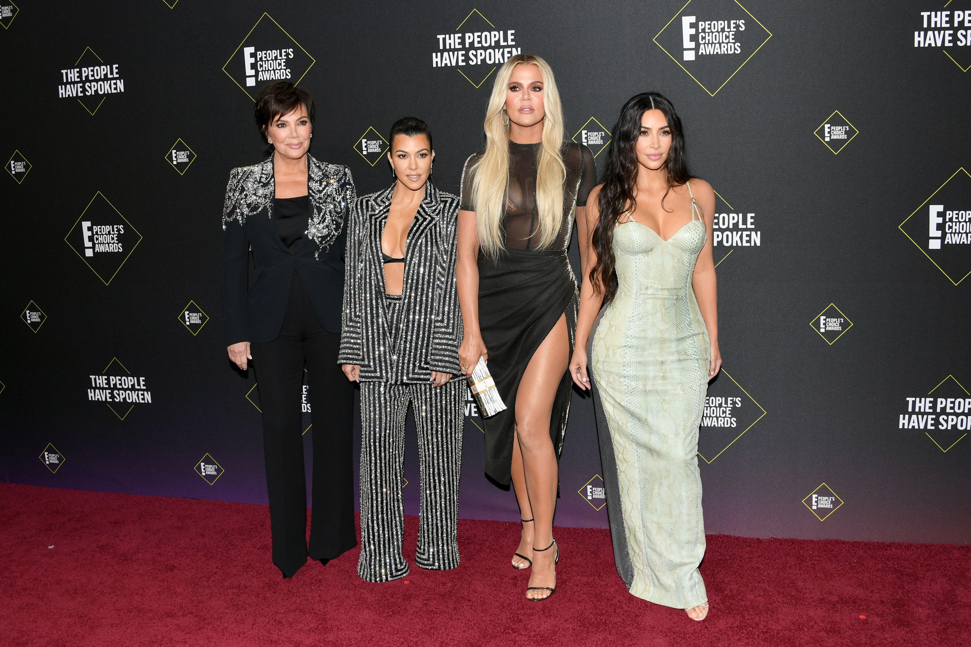 Kim and Kourtney Kardashian's awkward People's Choice Awards red carpet moment