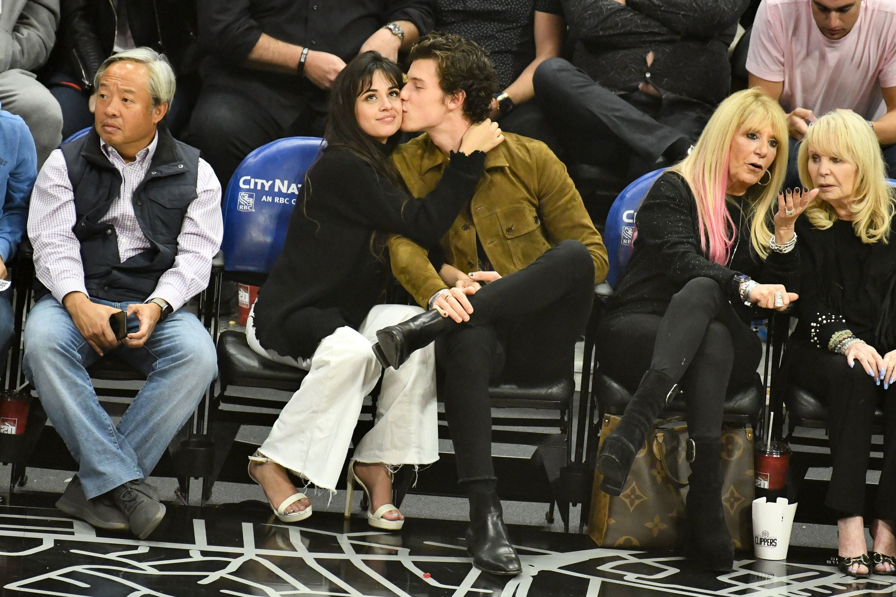 Shawn Mendes And Camila Cabello Couldn T Stop Kissing At A Basketball Game