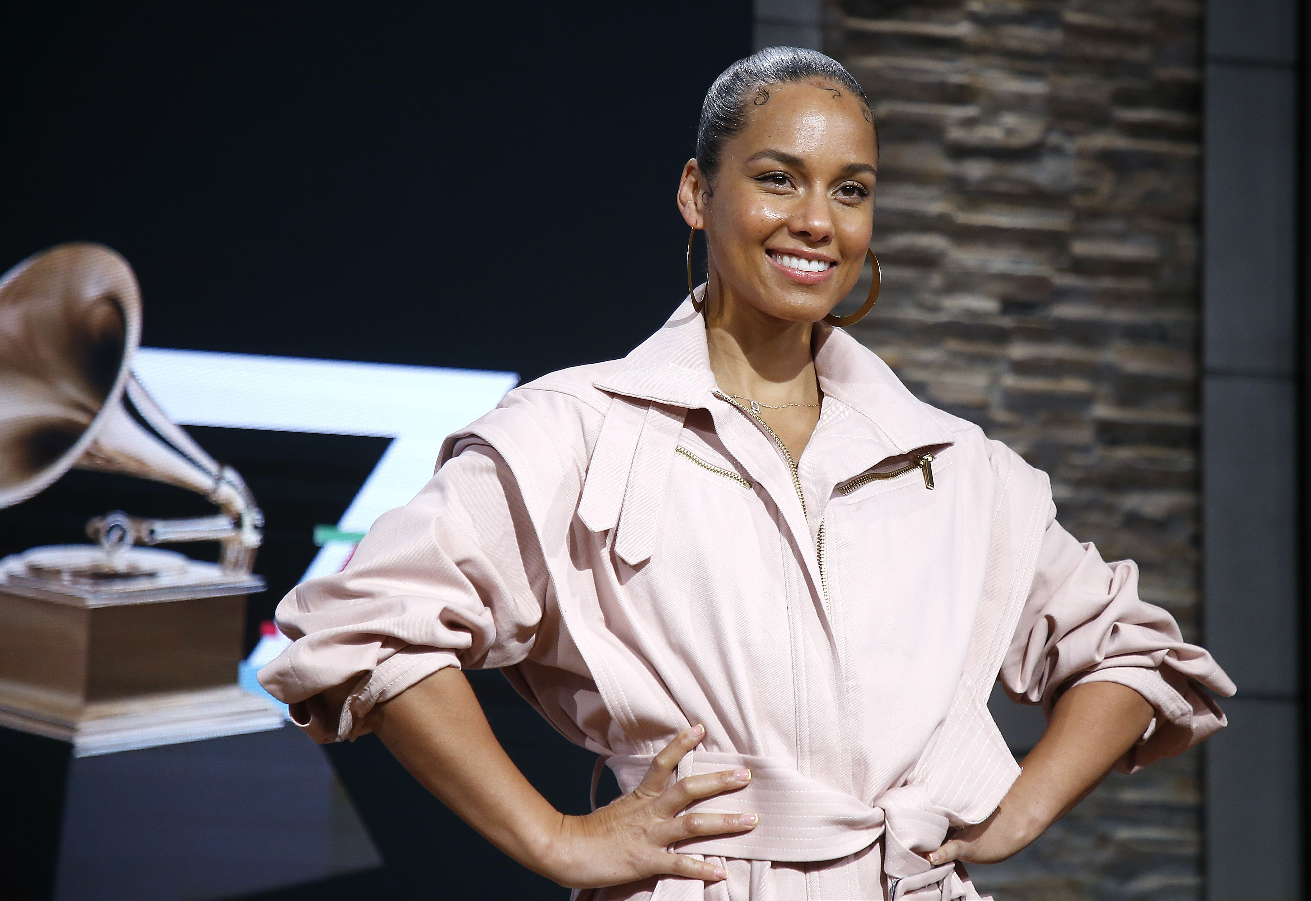 15 Times Grammys Host Alicia Keys Shared No-Makeup Photos On Instagram