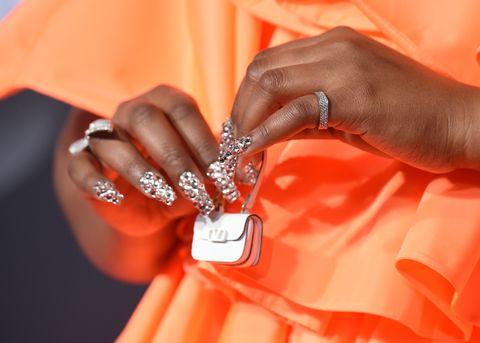 莉佐(Lizzo)2019全美音樂獎紅毯造型 Valentino小包超吸睛!