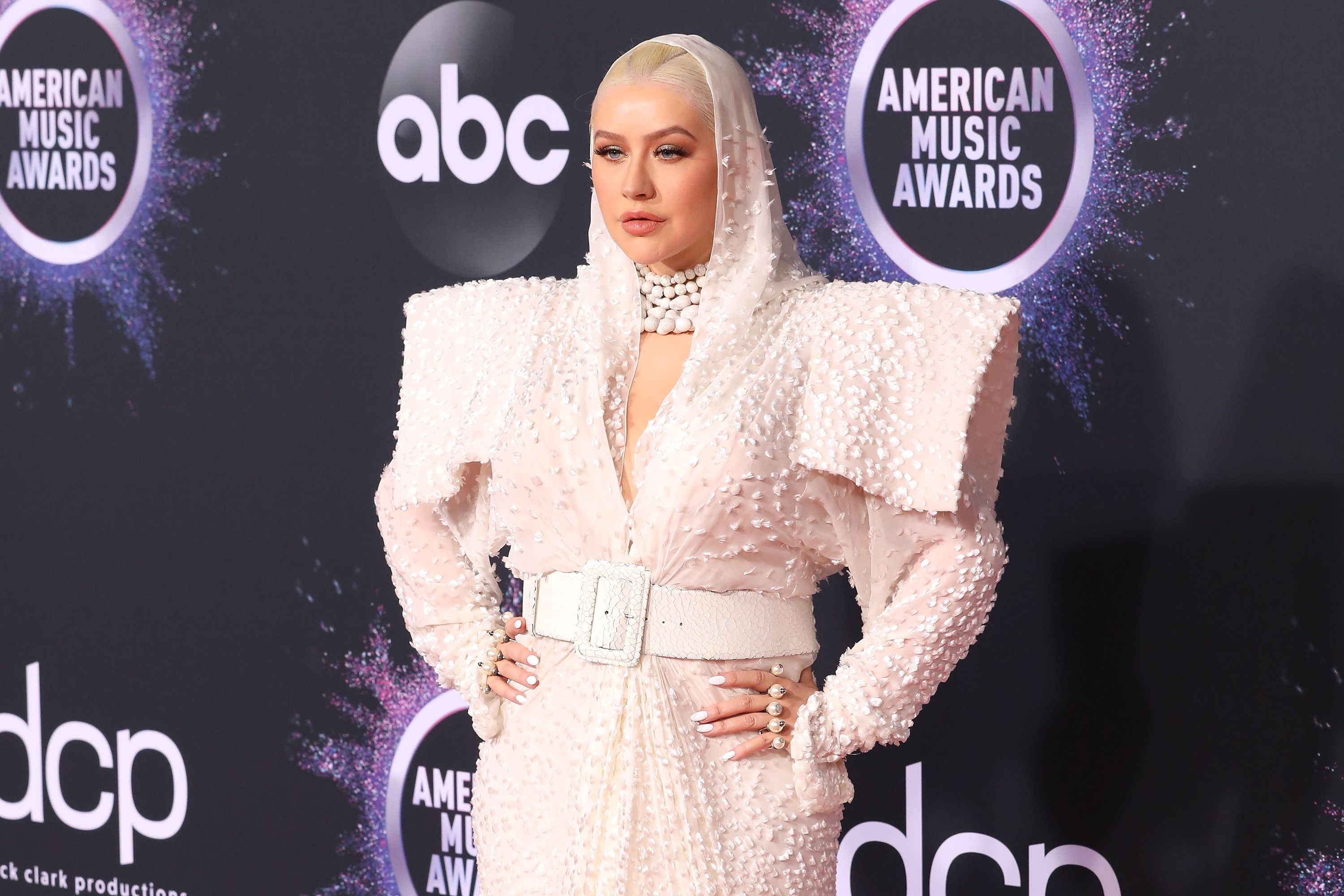 The best Twitter reactions to Christina Aguilera's American Music Awards dress