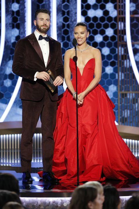 Chris Evans Jumped To Scarlett Johansson S Rescue As She Struggled With Vera Wang Dress At Golden Globes