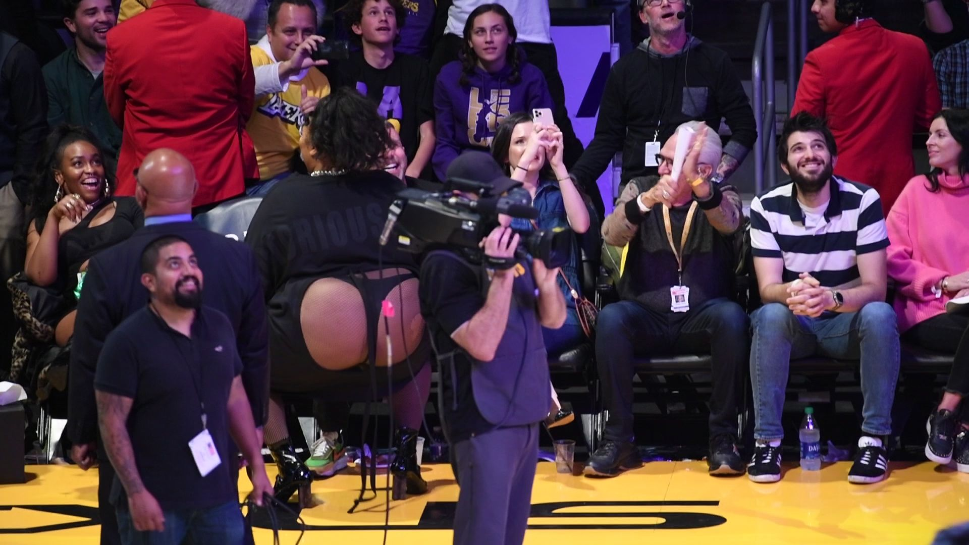 Watch Lizzo Twerk In A Thong On The Jumbotron At The La Lakers Game