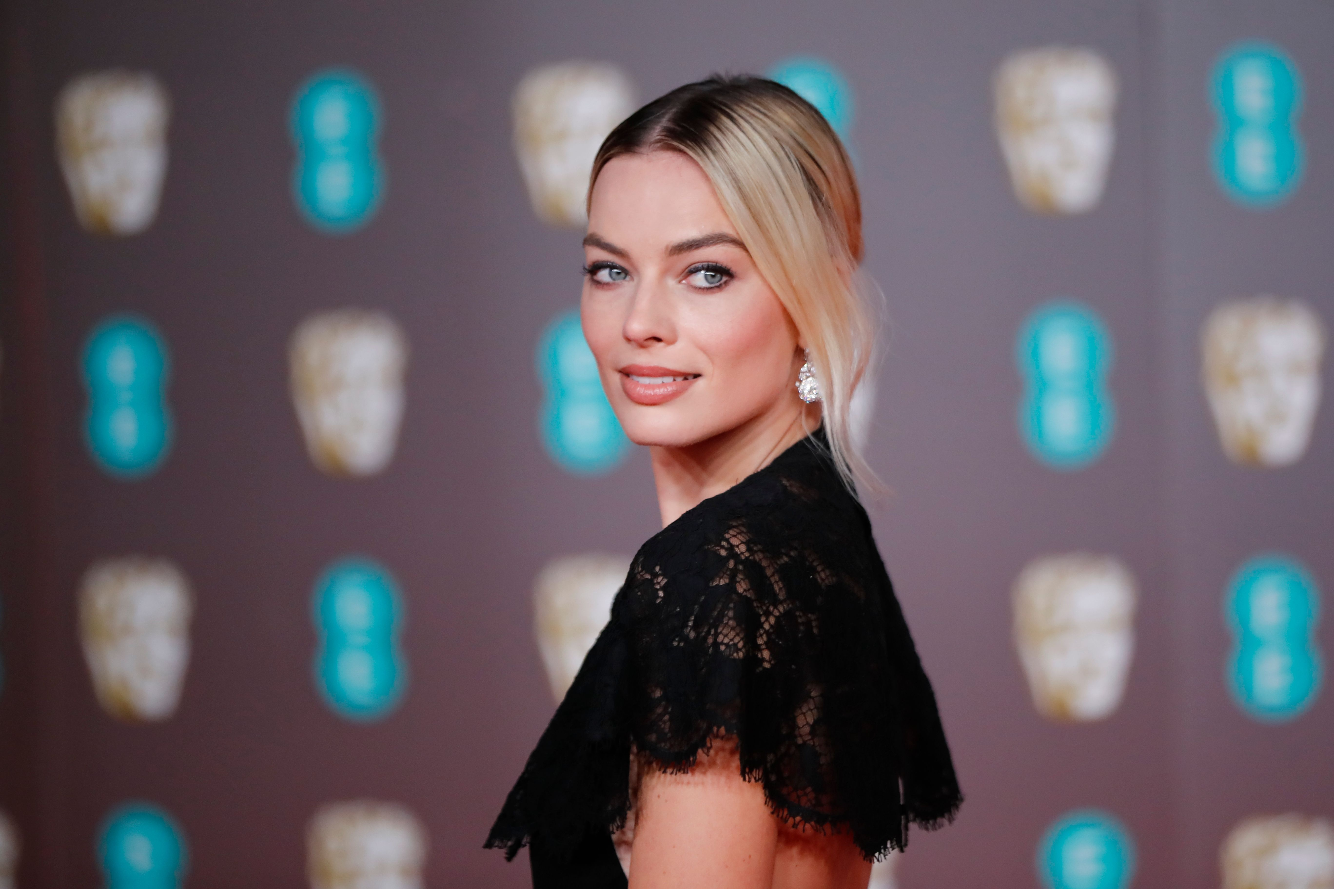 Margot Robbie Wants To Invite Friend Prince Harry And Meghan Markle Over For Dinner