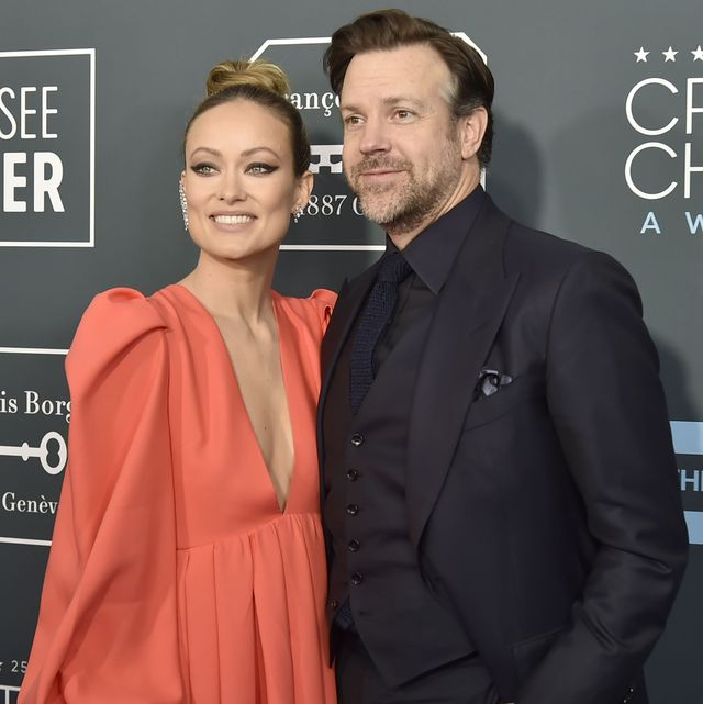 santa monica, ca   january 12 olivia wilde and jason sudeikis during the arrivals for the 25th annual critics choice awards at barker hangar on january 12, 2020 in santa monica, ca photo by david crottypatrick mcmullan via getty images