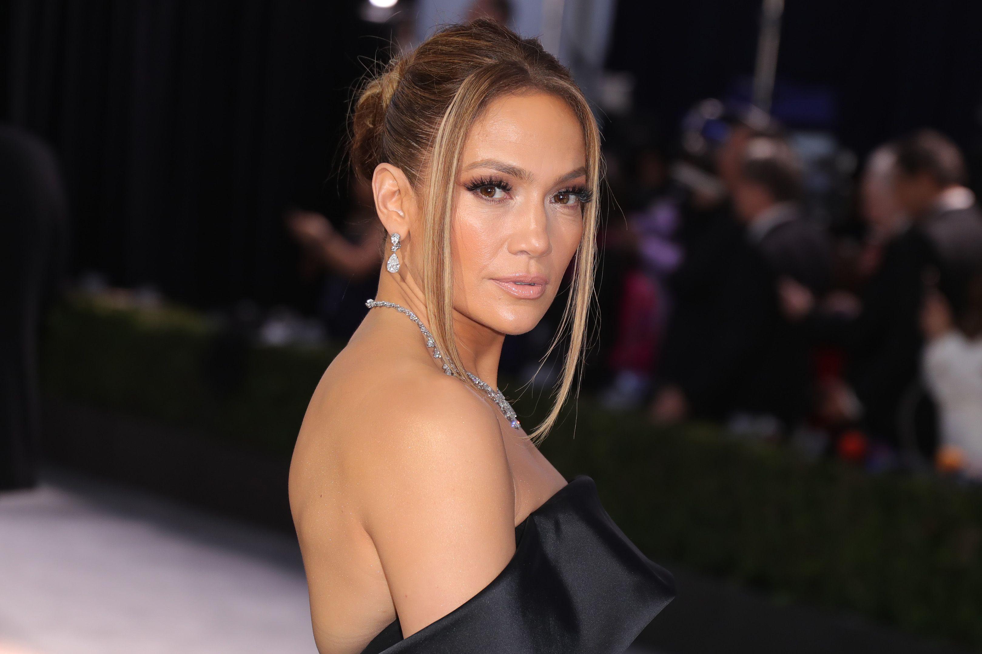 Um, Jennifer Lopez Casually Wore $9 Million Worth of Diamonds to the SAG Awards