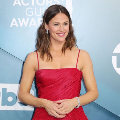 los angeles, california   january 19 jennifer garner attends 26th annual screen actors guild awards at the shrine auditorium on january 19, 2020 in los angeles, california photo by leon bennettgetty images
