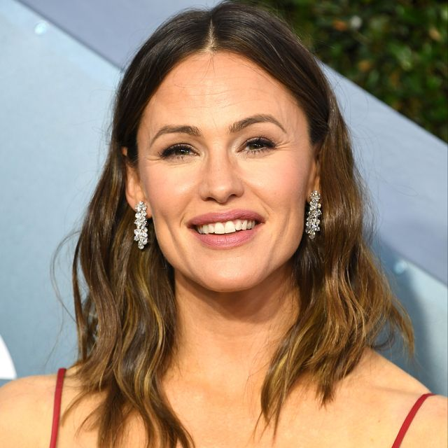 los angeles, california   january 19 jennifer garner arrives at the 26th annual screen actorsguild awards at the shrine auditorium on january 19, 2020 in los angeles, california photo by steve granitzwireimage