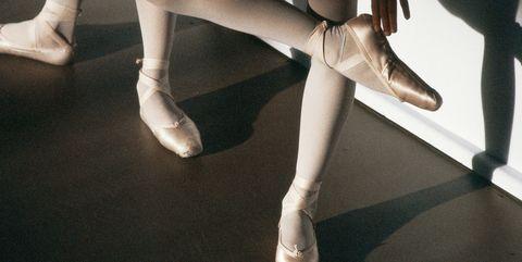 Human leg, Leg, Footwear, Pointe shoe, Ballet, Shoe, Dance, Ankle, Tights, Joint,
