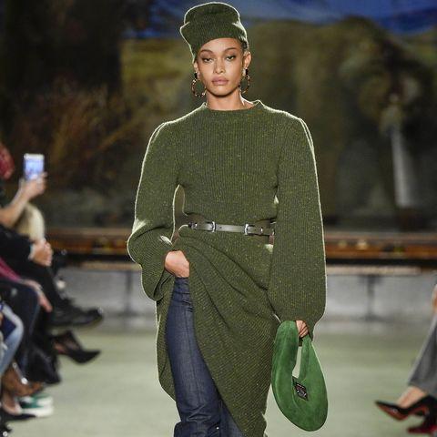 New York, New York 08 février un mannequin parcourt la piste pour le défilé de mode Brandon Maxwell prêt à porter automne-hiver 2020 2021 lors de la Fashion Week de New York le 8 février 2020 à New York Photo de Victor Virgilegamma Rapho via Getty Images